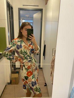 Zara Kleid mit dem Blumenmuster