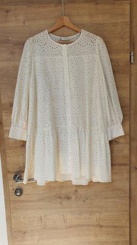 Zara Kleid mit Lochstickerei