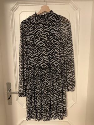 Zara Chiffon jurk zwart-wit