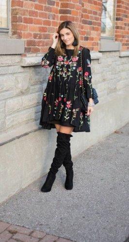 ZARA Kleid mit Stickerein Trend Blogger Musthave
