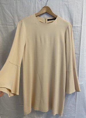 Zara-Kleid mit Trompetenärmeln