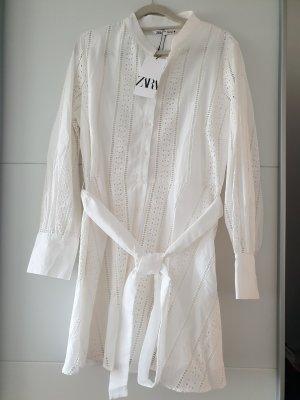 Zara Kleid Weiß mit Stickerei und mit Gürtel