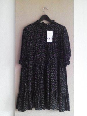 Zara kurzes Kleid in schwarz mit Blümchen in lila-grün, Größe M, neu