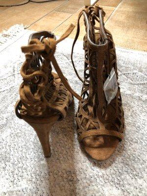 Zara Tacones con cordones marrón-coñac