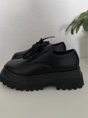 Zara Woman Zapatos brogue negro