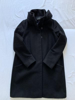 Zara Mantel in schwarz mit Schalkragen