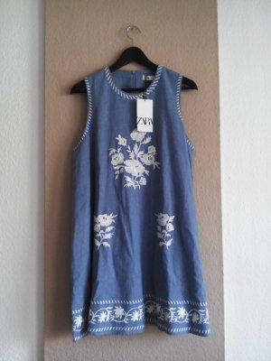 Zara Minikleid in hellblau mit Stickerei, 52% Leinen, Größe S, neu