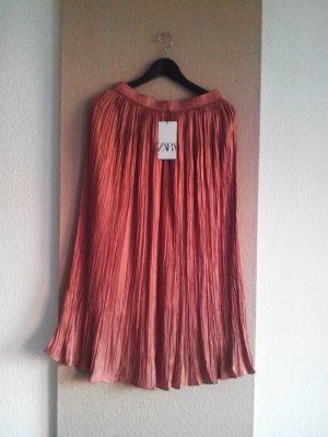 Zara Minirock in Apricot, sehr hübsch gefaltet, Grösse XS, neu