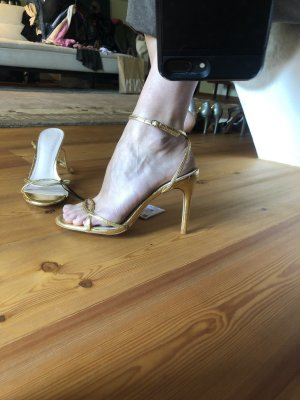 Zara neu mit Etikett goldene riemchen Sandalen