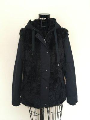 Zara Outdoor-Jacke mit schwarzem Fell und Kapuze, gefüttert