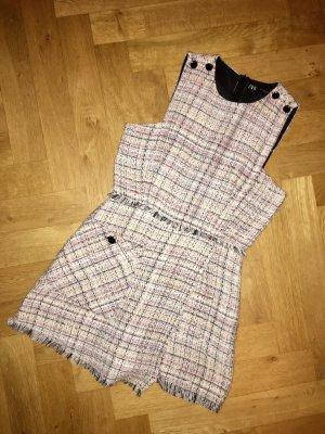 Zara Overall in einem Chanel-Stil