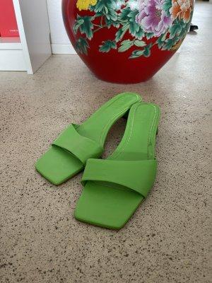 Zara Pantoletten grün 41 Sandaletten Leder