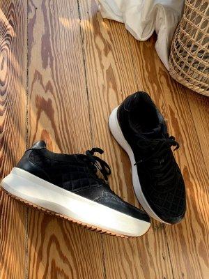 Zara Plateau Sneaker schwarz mit weißer Sohle