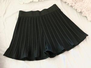 Zara Plissee Shorts