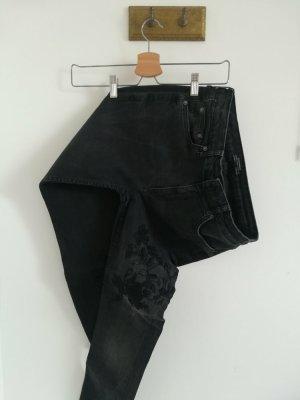 Zara Premium Denim Collection Skinny Jeans mit floraler Stickerei / mit Blumen-Stickerei / mit Blumenmuster, schwarz