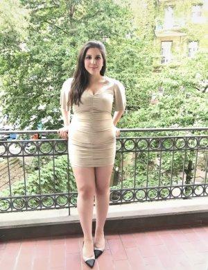 Zara Raulederoptik mit V-Ausschnitt und ausgefallenen Ärmel