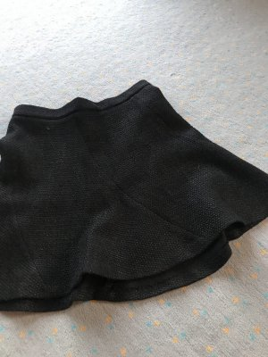 Zara Rock in schwarz hervorragend