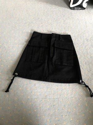 Zara Rock schwarz mit Taschen hervorragend