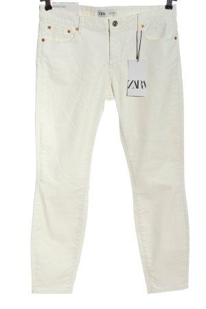 Zara Pantalón de tubo blanco look casual