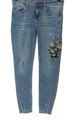 Zara Röhrenjeans blau-khaki Blumenmuster Street-Fashion-Look