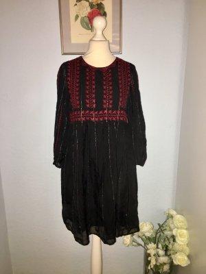 Zara Schwarzes Kleid im Boho-Stil