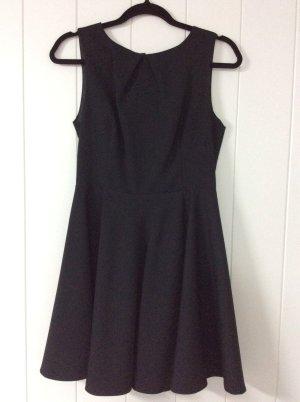 Zara Schwarzes Kleid mit ausgestelltem Rock