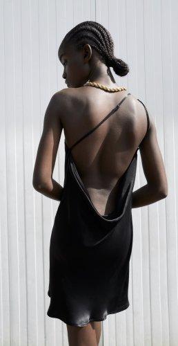 Zara schwarzes satiniertes drapiertes Kleid in M
