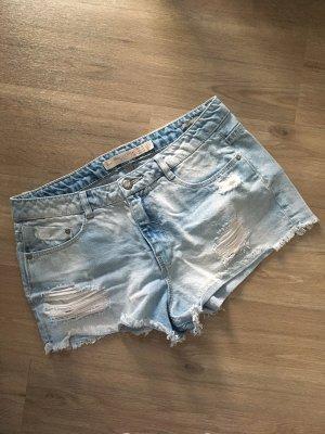 Zara Shorts Jeansshorts distressed hellblau Gr. 38