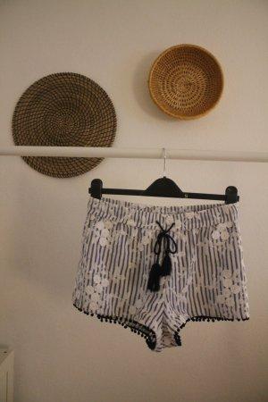 Zara Shorts mit Blumen Muster und Streifen