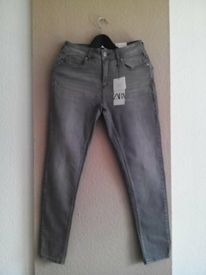 Zara Skinny Jeans mit mittelhohem Bund in hellgrau, Größe 38, neu