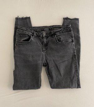 Zara Skinny Jeans Röhrenjeans Schwarz Grau 36 S Destroyed Low Waist