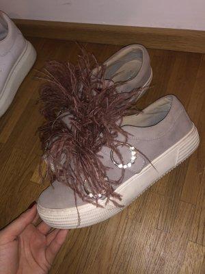Zara sneaker mit federn