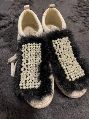 Zara Sneaker mit Perlen und Fell 41
