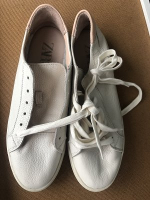 Zara Sneaker stringata bianco-rosa pallido