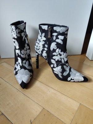 Zara Stiefelette bestickt Highheels