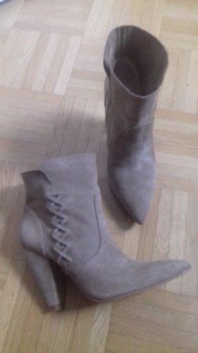 Zara Woman Sandały na obcasie w stylu western beżowy