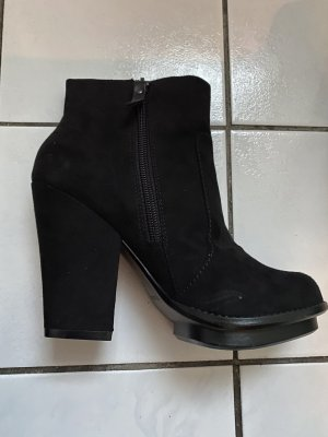 Zara Laarsjes zwart