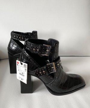 Zara Stiefletten mit Schlitzen und Nieten | schwarz | Gr. 40