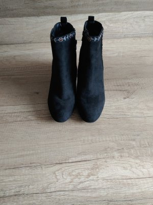 Trf by Zara Cut Out Booties black