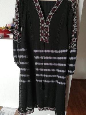 Zara süßes Kleid mit Stickerei
