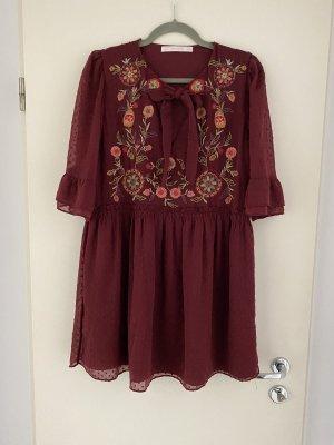 Zara Trafaluc Kleid mit Blumenstickerei