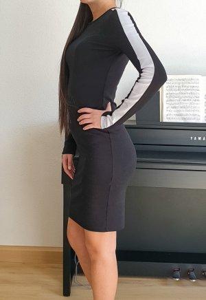 Zara Trafaluc Midikleid Skaterkleid langärmiges figurbetontes Kleid