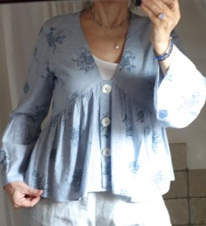 Zara Tunika, Bluse, Empire, A-Linie, made in India, große Perlmuttknöpfe, V-Ausschnitt, Baby Doll, 100% Bauwolle, hellblau, blau gemustert, floral, verspielt, romantisch, Volants, Trompetenärmel, NEU, ungetragen, Gr. M, Gr. 38