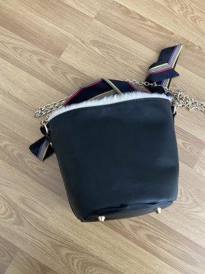 Zara Umhängetasche Bucket Bag wie neu mit Fell