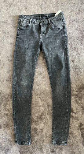 Zara Used-Look Jeans Grau