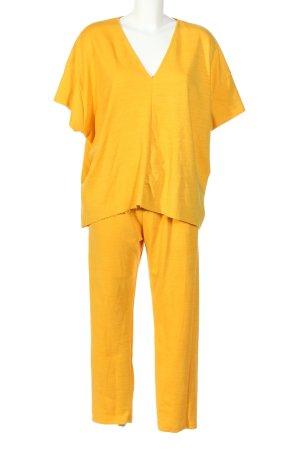 Zara Twin Set tejido amarillo pálido look casual