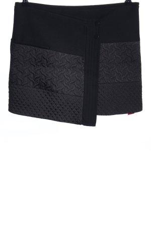Zara Falda cruzada negro estampado gráfico look casual