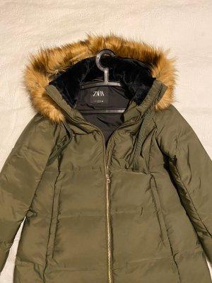 Zara Winterjacke Steppjacke/Mantel tarngrün mit Kapuze Gr. XL