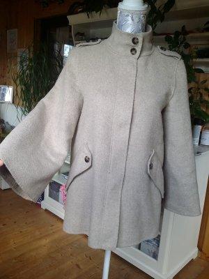 Zara Woman Handmade Mantel mit Stehkragen.