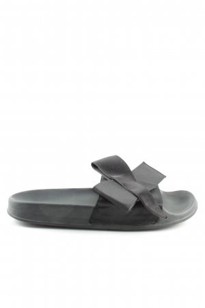 Zara Woman Pantuflas negro look casual
